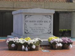 Martin-Luther-King-Grave-Atlanta
