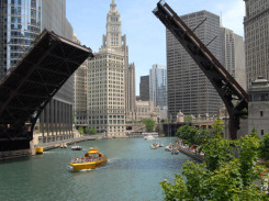 River-Boat-Downtown-Chicago